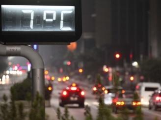 Mais uma madrugada fria na capital paulista, hoje 08-07-11 os termometros chegaram a marcar de 6ºc a  7ºC na Av. Paulista por volta das 5h.